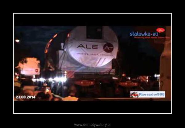 Historyczny transport w Polsce! – Przez Stalową Wolę przejechał transport wiozący turbinę do nowo budowanej największej, gazowej elektrowni w Polsce. To widowisko przyciągnęło prawie całe miasto!