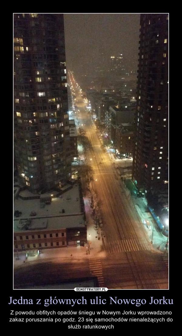 Jedna z głównych ulic Nowego Jorku – Z powodu obfitych opadów śniegu w Nowym Jorku wprowadzono zakaz poruszania po godz. 23 się samochodów nienależących do służb ratunkowych
