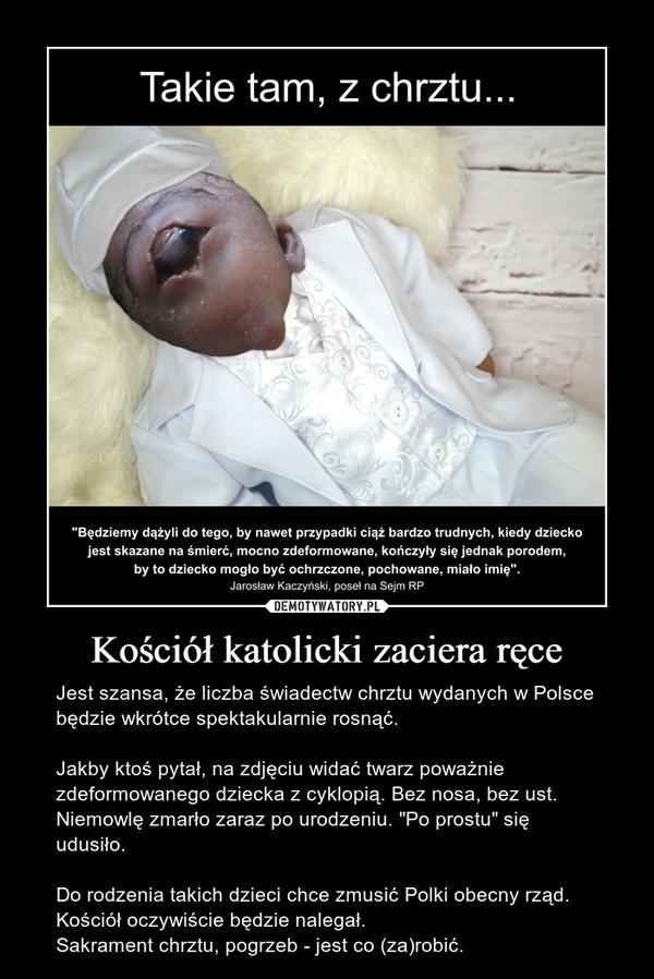 """Kościół katolicki zaciera ręce – Jest szansa, że liczba świadectw chrztu wydanych w Polsce będzie wkrótce spektakularnie rosnąć.Jakby ktoś pytał, na zdjęciu widać twarz poważnie zdeformowanego dziecka z cyklopią. Bez nosa, bez ust.Niemowlę zmarło zaraz po urodzeniu. """"Po prostu"""" się udusiło.Do rodzenia takich dzieci chce zmusić Polki obecny rząd.Kościół oczywiście będzie nalegał.Sakrament chrztu, pogrzeb - jest co (za)robić."""