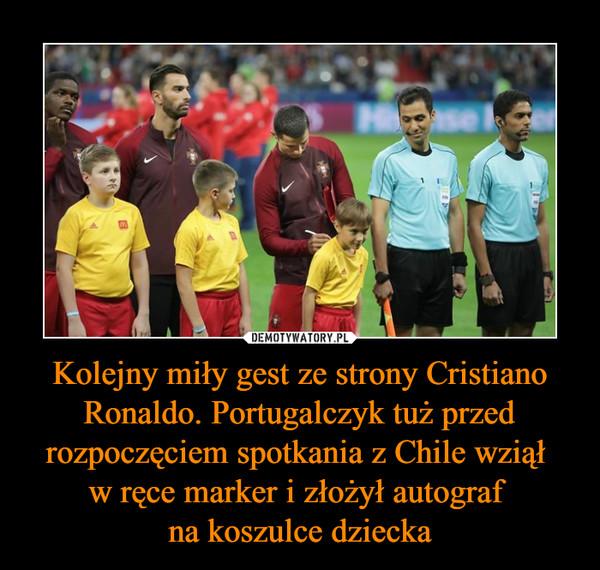 Kolejny miły gest ze strony Cristiano Ronaldo. Portugalczyk tuż przed rozpoczęciem spotkania z Chile wziął w ręce marker i złożył autograf na koszulce dziecka –