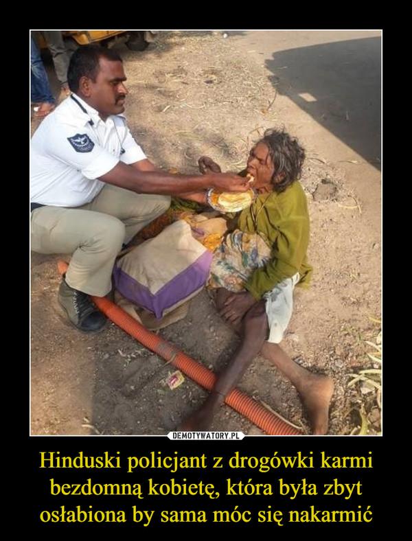Hinduski policjant z drogówki karmi bezdomną kobietę, która była zbyt osłabiona by sama móc się nakarmić –