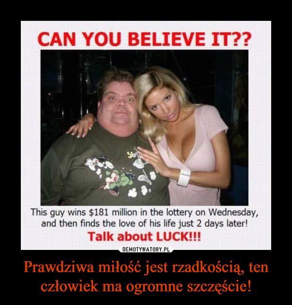 Prawdziwa miłość jest rzadkością, ten człowiek ma ogromne szczęście! –  CAN YOU BELIEVE IT??This guy wins $181 million in the lottery on Wednesday,and then finds the love of his life just 2 days later!Talk about LUCK!!!