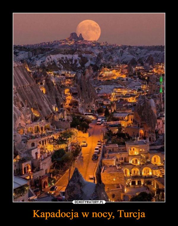 Kapadocja w nocy, Turcja –