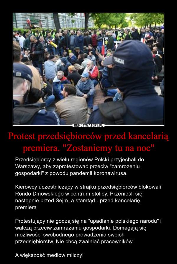 """Protest przedsiębiorców przed kancelarią premiera. """"Zostaniemy tu na noc"""" – Przedsiębiorcy z wielu regionów Polski przyjechali do Warszawy, aby zaprotestować przeciw """"zamrożeniu gospodarki"""" z powodu pandemii koronawirusa.Kierowcy uczestniczący w strajku przedsiębiorców blokowali Rondo Dmowskiego w centrum stolicy. Przenieśli się następnie przed Sejm, a stamtąd - przed kancelarię premieraProtestujący nie godzą się na """"upadlanie polskiego narodu"""" i walczą przeciw zamrażaniu gospodarki. Domagają się możliwości swobodnego prowadzenia swoich przedsiębiorstw. Nie chcą zwalniać pracowników.A większość mediów milczy!"""