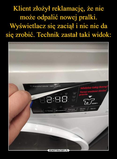Klient złożył reklamację, że nie może odpalić nowej pralki. Wyświetlacz się zaciął i nic nie da się zrobić. Technik zastał taki widok: