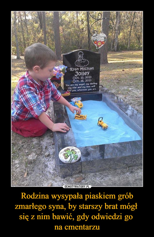 Rodzina wysypała piaskiem grób zmarłego syna, by starszy brat mógł  się z nim bawić, gdy odwiedzi go  na cmentarzu