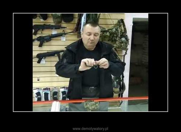 Prezentacja granatu w wykonaniu miłego Rosjanina –