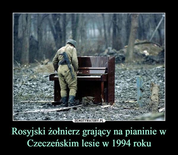 Rosyjski żołnierz grający na pianinie w Czeczeńskim lesie w 1994 roku –
